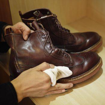 شستشوی کفش های مردانه