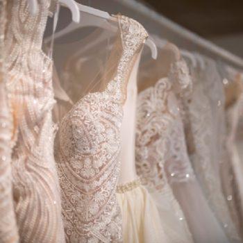 خشکشویی لباس عروس یا شستن آن با دست؟