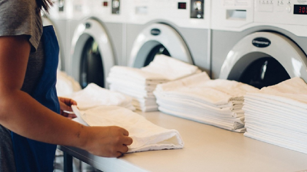 تحویل لباس ها از یک خشکشویی آنلاین حرفه ای چگونه است؟