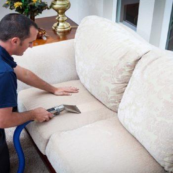 ترفندهای تمیز کردن و شستن مبل در منزل