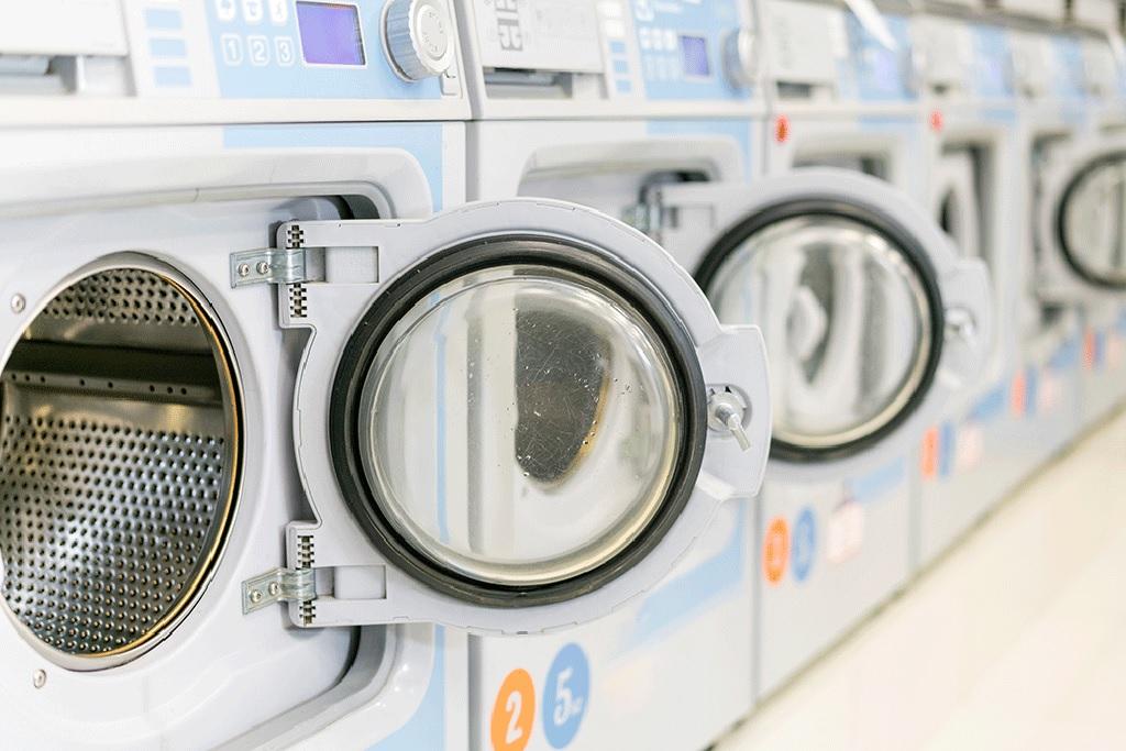 مقایسه خشکشویی کت و شلوار پارچه ای با شستن آن در خانه
